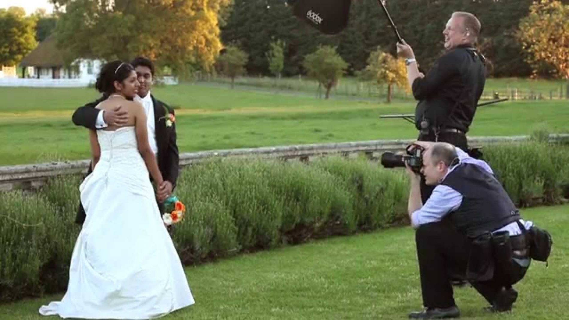 Why Hire Professional Photography Experts for Wedding Event?